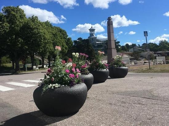 The urban choice in Hanko: Venere planters