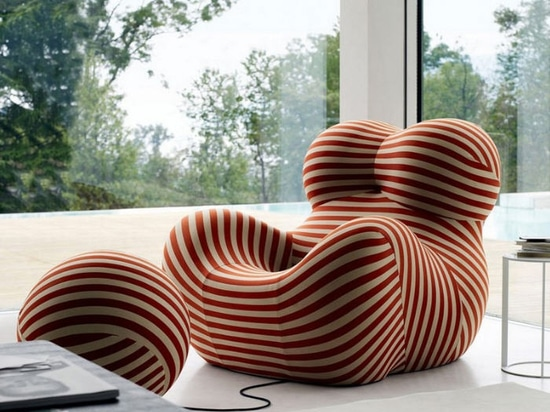 Also known as Big Mama, Blow Up, La Mamma, Donna, as well as Up chair, the chair has remained an iconic piece.