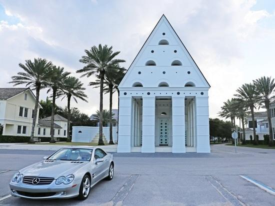 Windsor, Florida's Leon Krier–designed chapel with accompanying Mercedes-Benz (Alice Bucknell)
