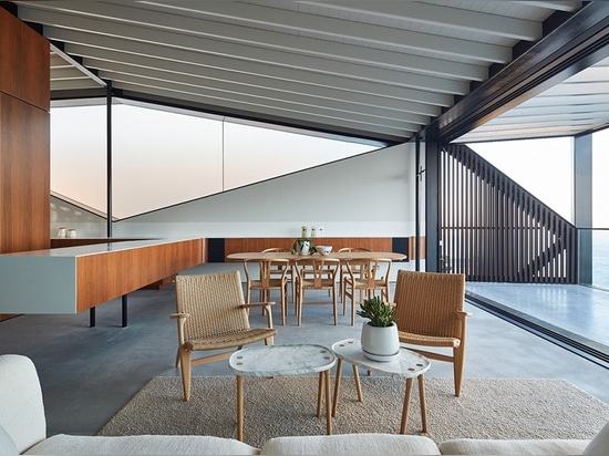 Coogee House Offers Privacy in the Open