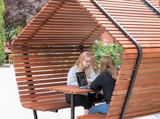 URBAN SHELTER TABLE