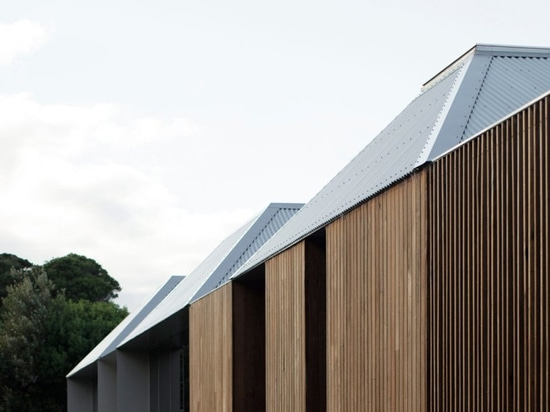 edition office builds monolithic residence of four interlinked pavilions in australia