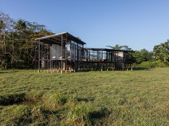 Palinda Kannangara's elevated retreat is in sync with its Sri Lankan locale
