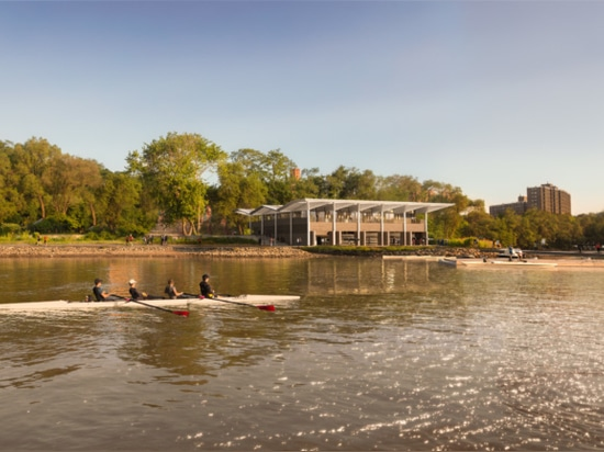 The boathouse as it would appear from the river. (Courtesy Foster + Partners)