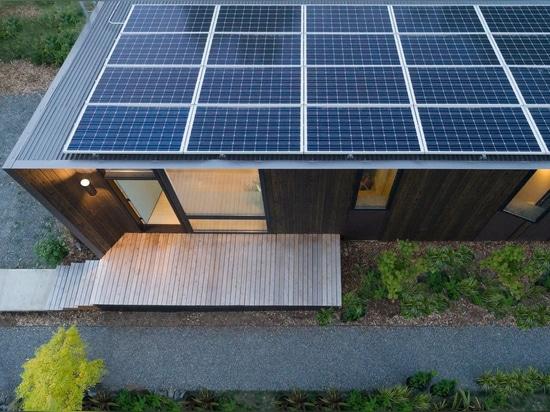 This One-Bedroom, Backyard Prefab in West Seattle Runs on Solar Power