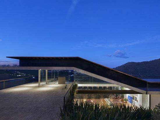 The Casa Alpina House by Tetro Takes on the Slopes