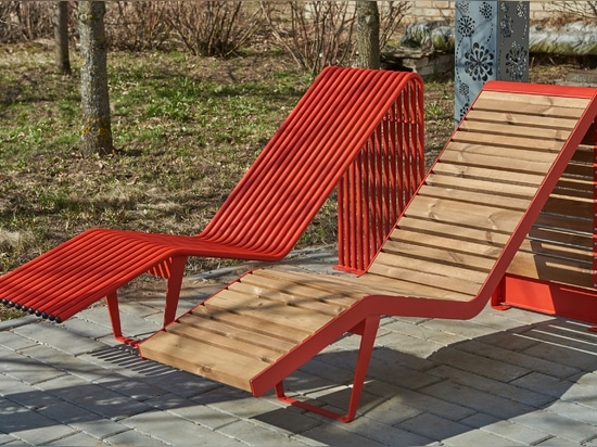 Advantages of outdoor metal furniture