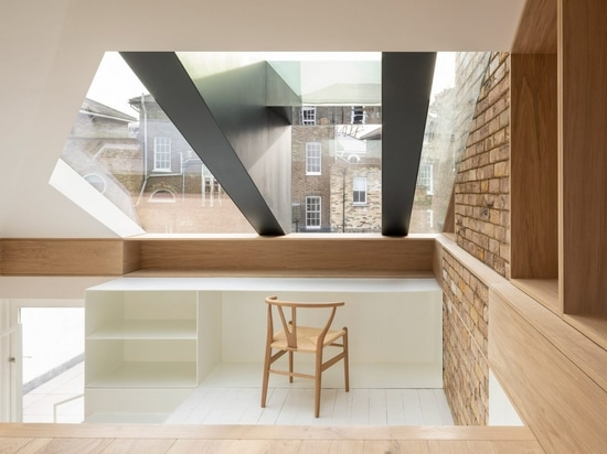 Con Form Architects opens up loft with a glass and steel dormer