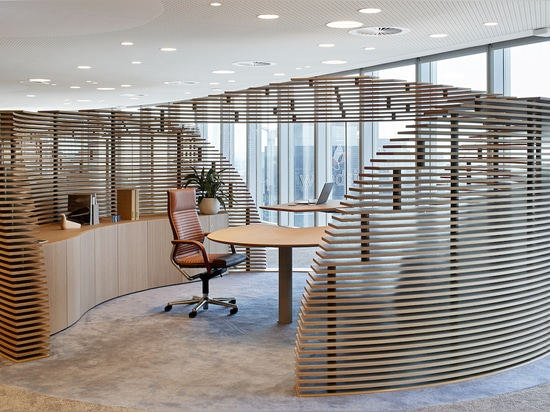 Ergonomics and sustainability go hand in hand at the Woodside headquarters. The classic Wilkhahn FS chair (design: Klaus Franck, Werner Sauer) ensures dynamic sitting, because the seat and backrest...