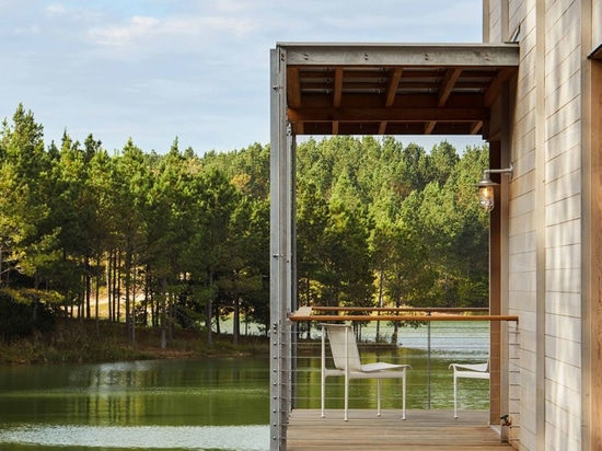 LANG architects nests 'splinter creek' cabins among forested hills of mississippi