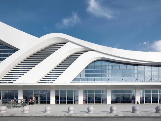 Tonglu High-speed Railway Station / Greentown Ten-D Architectural Design