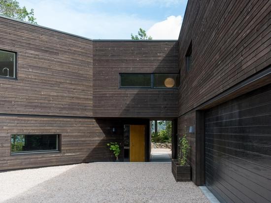 Aslak Haanshuus Arkitekter designs a forest-facing villa in Norway