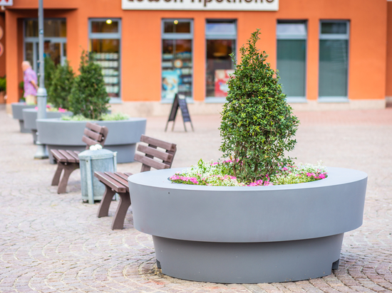 large design flower pots gianto sito with a bench