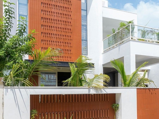 Clay tiles to minimize heat in a house in India