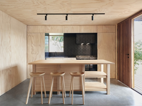 OCM House Creates Contrasts and Comfort