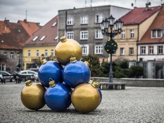 large baubles for public spaces terrachristmas