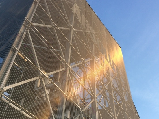 Stainless steel wire mesh facade cladding