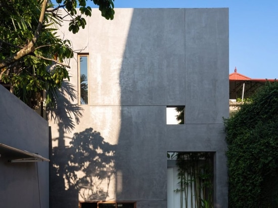 AHL encloses the living areas + courtyards of 8x24 house in vietnam using a concrete shell
