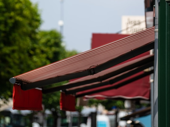 Awning: an asset to develop your brand identity