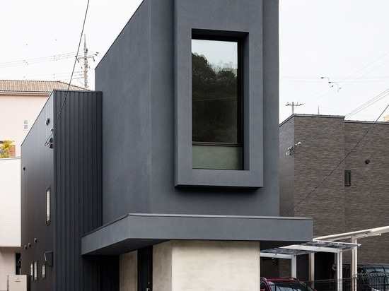 A Slender House in Japan Defies its Narrow Proportions with Minimalist Finesse