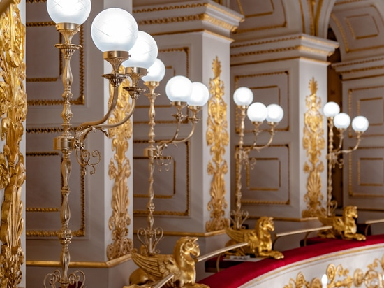 Wall lamps and big classic chandelier Galli Theater Rimini