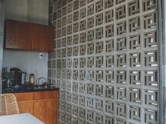Partition wall with breeze block design