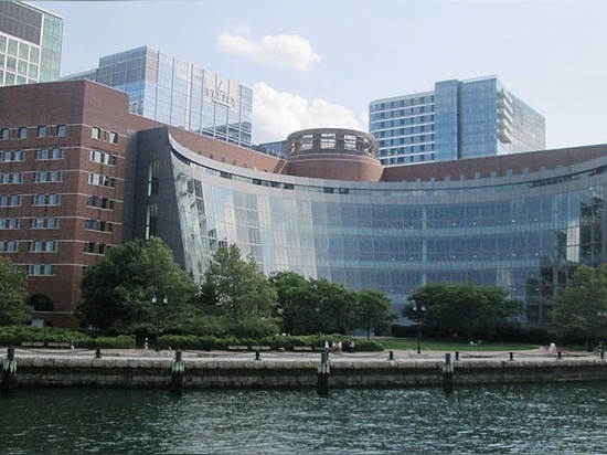 The John Joseph Moakley United States Courthouse in Boston, designed by Pei, Cobb, Freed & Partners in 1999.