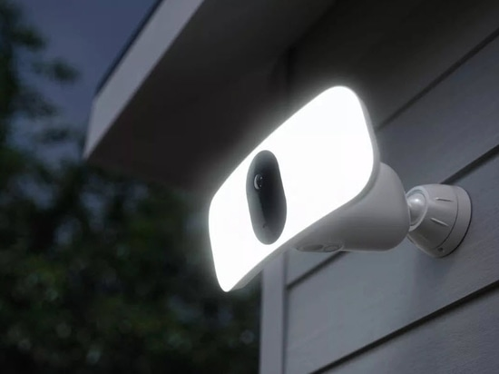 Arlo Lights Up a Wire-Free Floodlight Camera