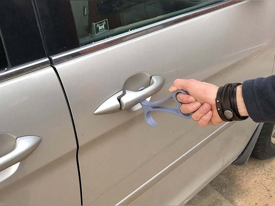Handy can help you open the pull handle of your car