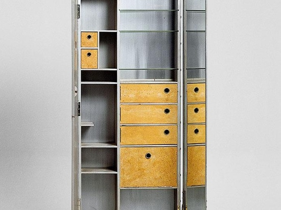 Coiffeuse aluminium et liège (Dressing cabinet in aluminum and cork), 1926-29.
