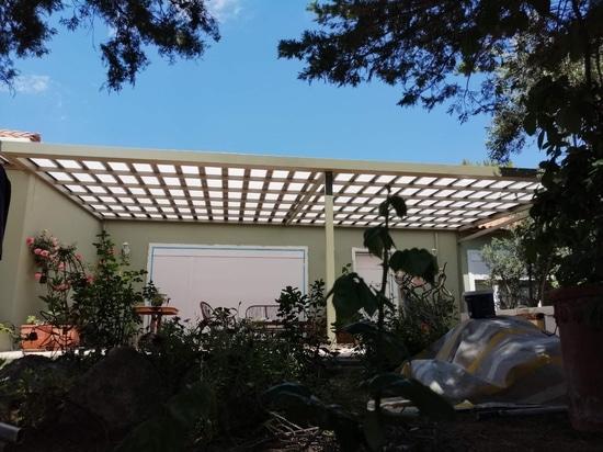 Beautiful patio cover with Cospisun pergola