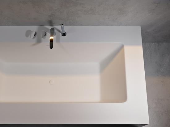 Delight Corian® Glacier White Bathtub