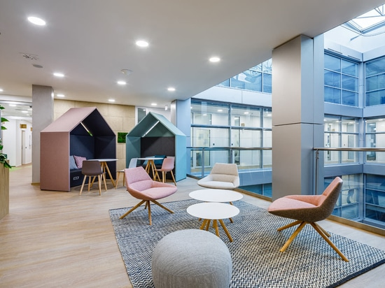 Flexible Workspaces Emerge in the New T-Mobile HQ in Prague