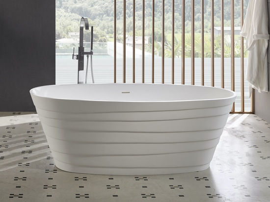 Chic Freestanding Solid Surface Bathtub