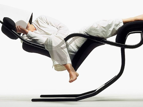 Work Weightlessly With the Zero Gravity Balans Chair