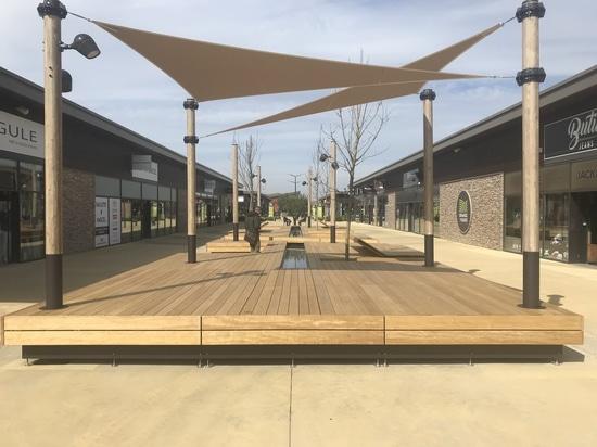 "New urban furnitures for ""Les Vignes"" mall center in Orange (84)"
