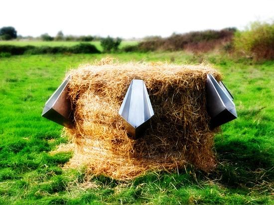 Uritonnoir straw bale urinal for festivals designed by Faltazi