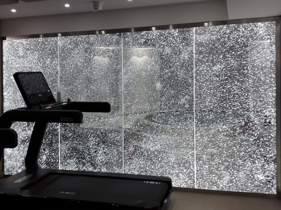Luminous partition for a fitness room
