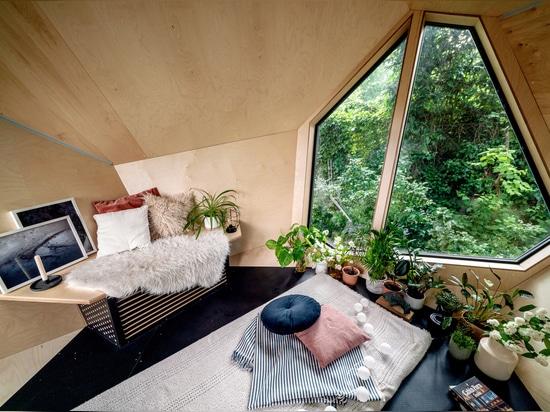 Workstation Cabin / Hello Wood