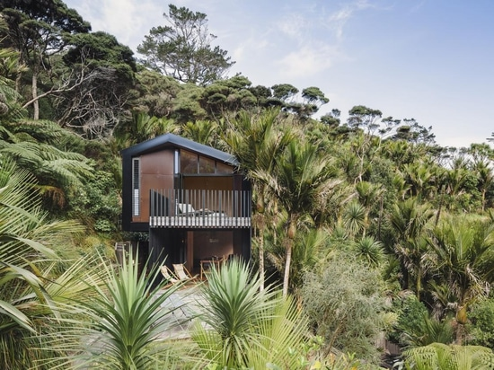 Karekare Bach unites design, architecture and nature in New Zealand