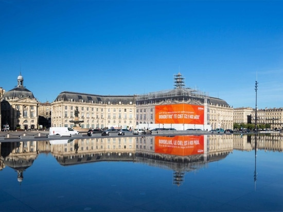 The large-format ad billboard by LightAir for Easyjet in 2018.