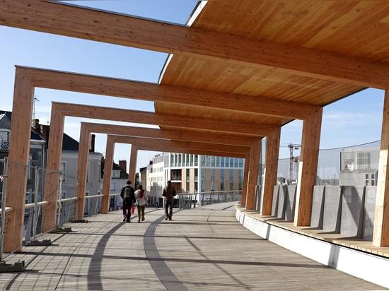 Footbridge of the High Speed Train Station Saint Laud / Dietmar Feichtinger Architectes