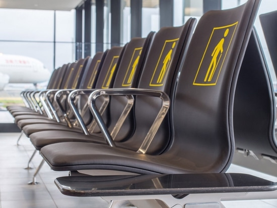 The frame of the seating system consists of recycled aluminium from the airport's previous chairs