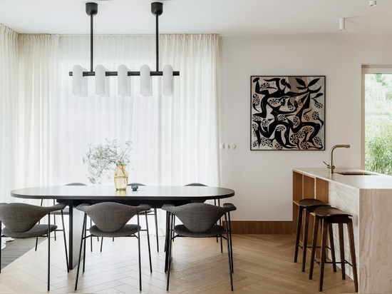 A black dining table contrast the neutral colours elsewhere in the room