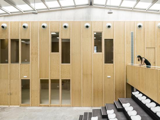 "Reform of an Industrial Building for Cultural Facilities ""La Nau"" / Meritxell Inaraja"