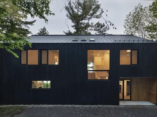 Lakeside Cabin / ATELIER SCHWIMMER