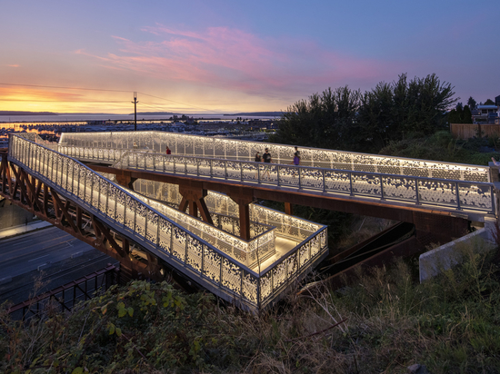 Grand Avenue Park Bridge / LMN Architects