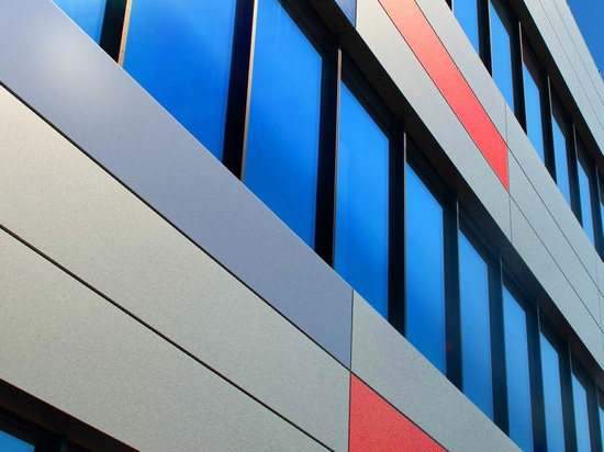 The Indi building in Gent (Belgium) is cladded with cassettes made of Granite® HDXtreme