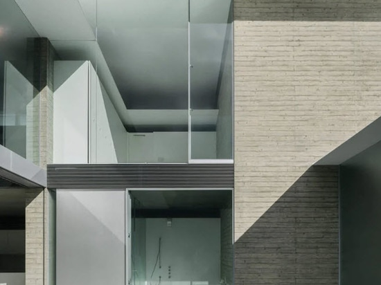 Kubota Architect Atelier's 'ho-house' in Japan combines white concrete + frosted glass