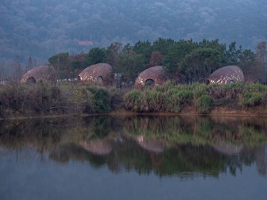 ZJJZ clads ellipsoidal guest houses in mirrored aluminum + pine shingles in rural China